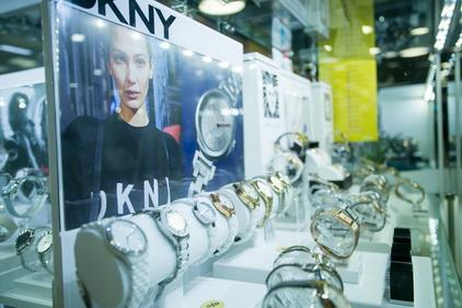 Часы в магазине Анкер
