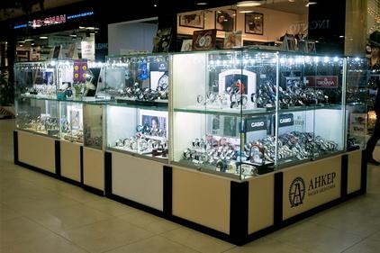 Разнообразие часов в магазине Анкер