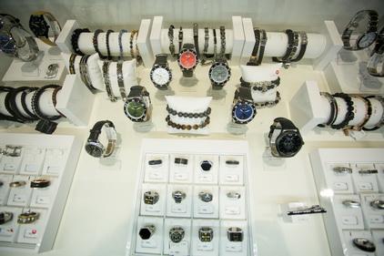 Наручные часы в магазине SUNLIGHT