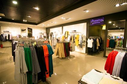 Коллекция одежды в магазине Incity