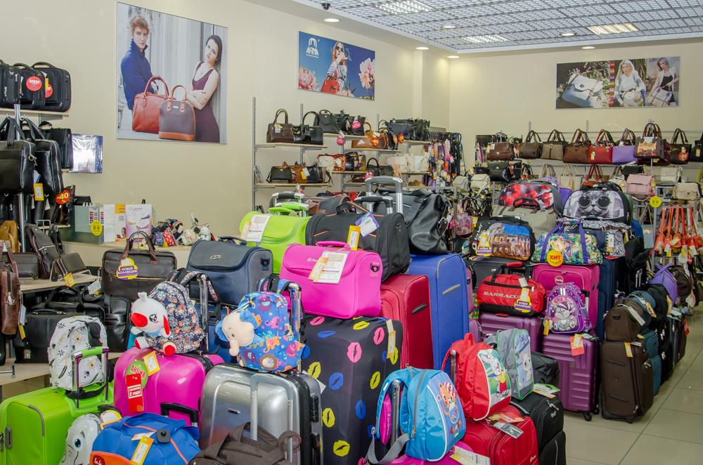 Коллекция сумок в магазине 1000 и одна сумка